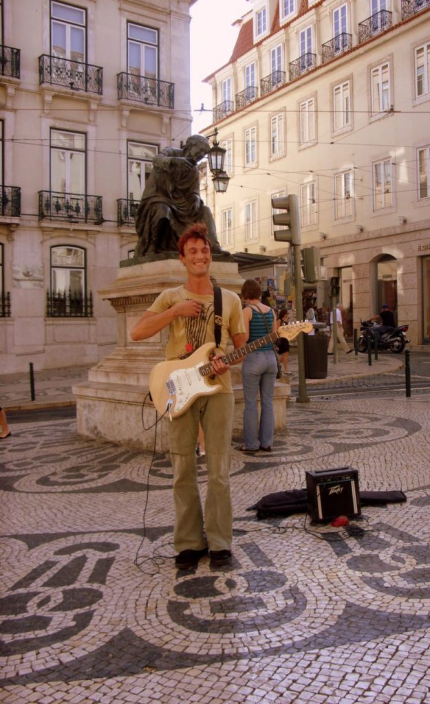 gitarrenspieler-in-lissabon (1)