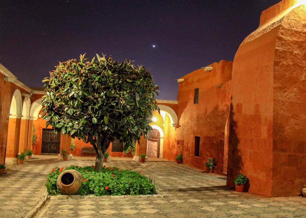 Santa Catalina Kloster bei Nacht