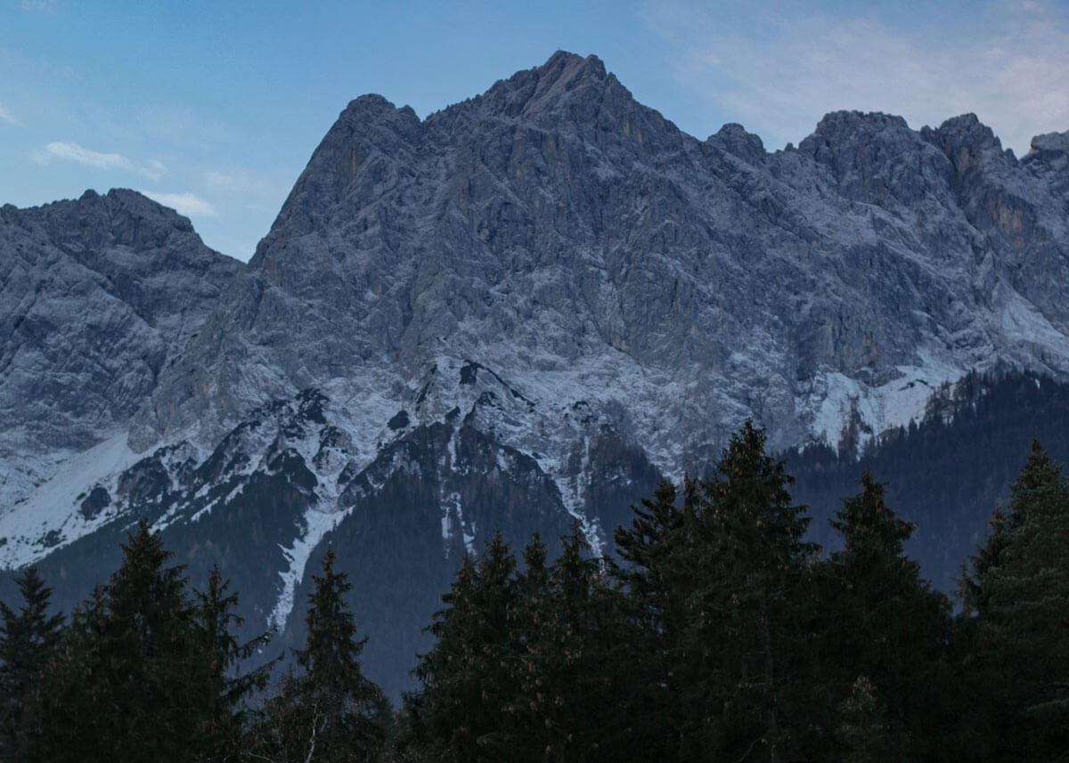 Hotel mit Sicht auf Alpen