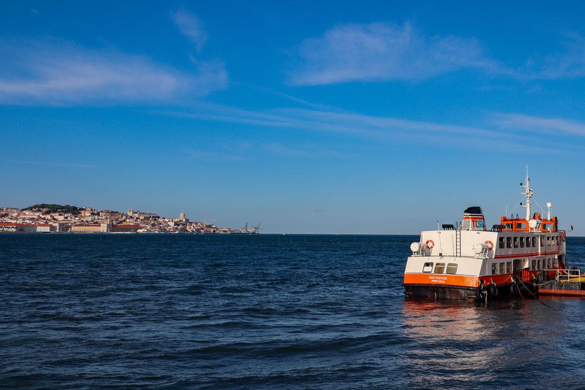 Cacilhas Fähre mit Lissabon
